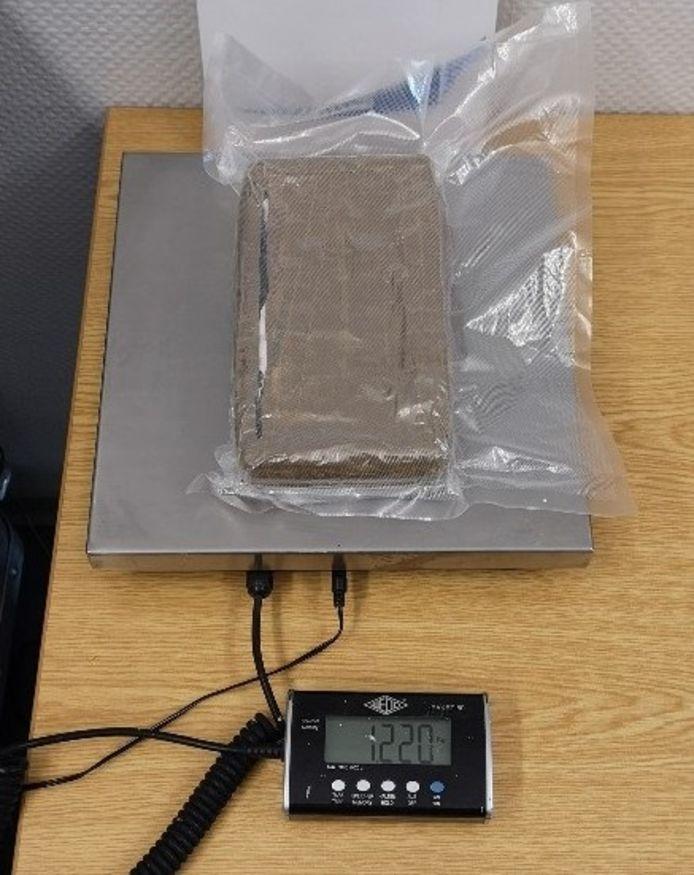 Het pakket met cocaïne dat Duiste agenten vonden in de auto van de Nederlander.