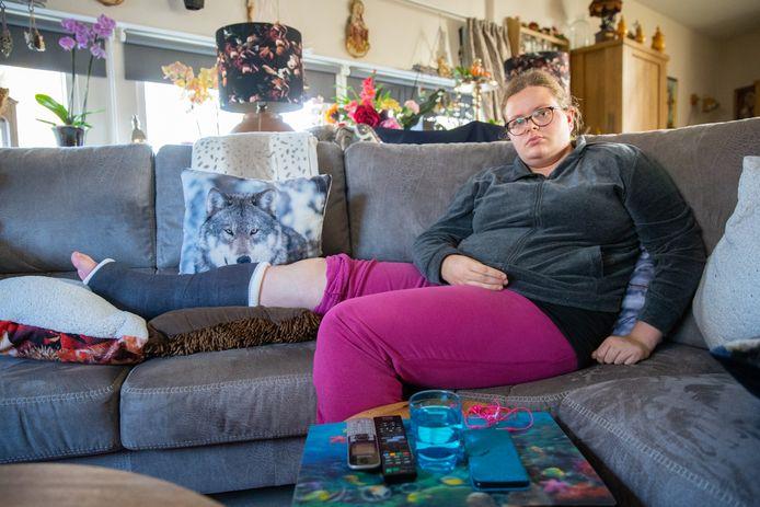 Sharona is het komende half jaar uit de running na een vervelende val.
