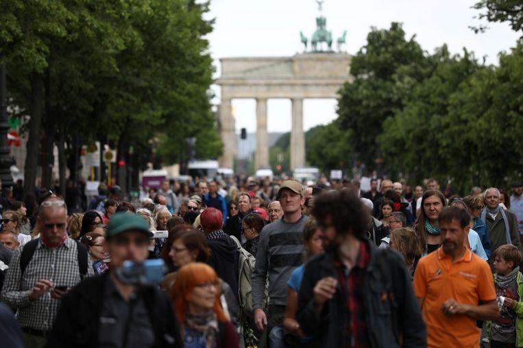 Aanwezigen op een demonstratie tegen de coronamaatregelen in Berlijn. Beeld REUTERS