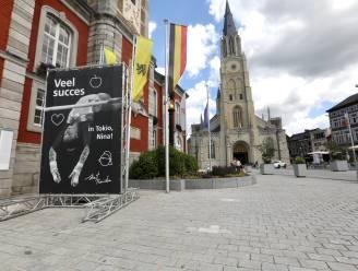 Sint-Truiden moedigt Nina Derwael aan met gloednieuw spandoek op Grote Markt
