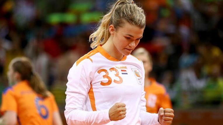 Tess Wester, keepster van de Nederlandse handbalsters, juicht tijdens de wedstrijd tegen Argentinië. Beeld getty
