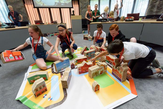 Groep zeven van basisschool De Heijcant bouwt aan zijn groene stad.