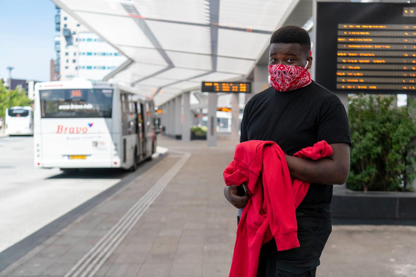 Tilburg - Pix4Profs - Joris Buijs Vanaf vandaag is het verplicht om in de bussen en treinen met een mondkapje te gebruiken (Rofensio Landveld)