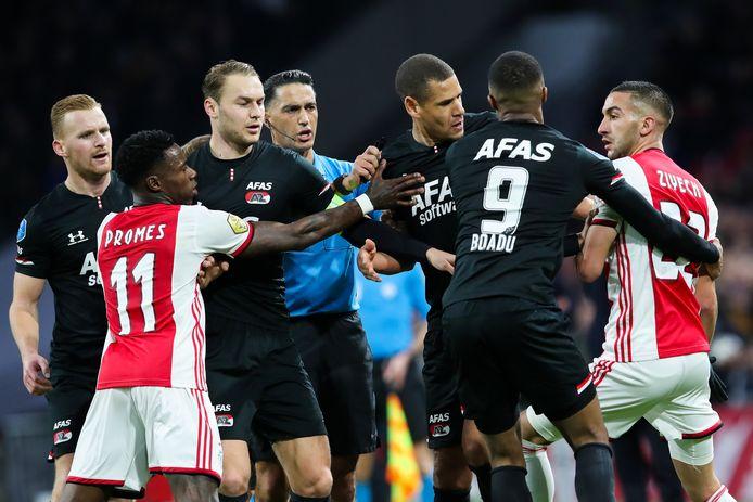 Opstootje tijdens Ajax - AZ (0-2) op 1 maart.