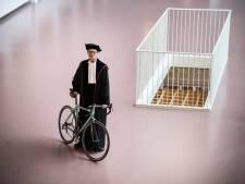 Hoogleraar fietst in restaurant van Radboud, geïnspireerd door Maarten van der Weijden