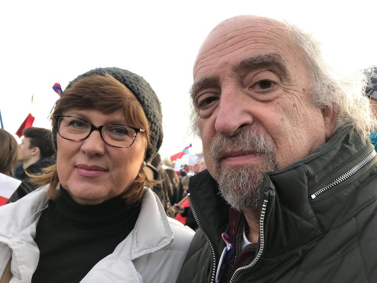 Jan Hajek met zijn vrouw Jana. Babiš is 'een crimineel, hij steelt, hij liegt en hij geeft louter om z'n eigenbelang.' Beeld