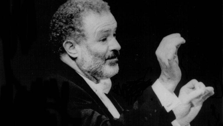 Dirigent Kenneth Montgomery. Beeld