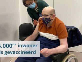 Marcel Brisaert is 5.000ste gevaccineerde inwoner in Pajottenland