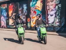 Mét helm en sneller: GO Sharing vervangt enkele snorscooters door bromscooters in Apeldoorn