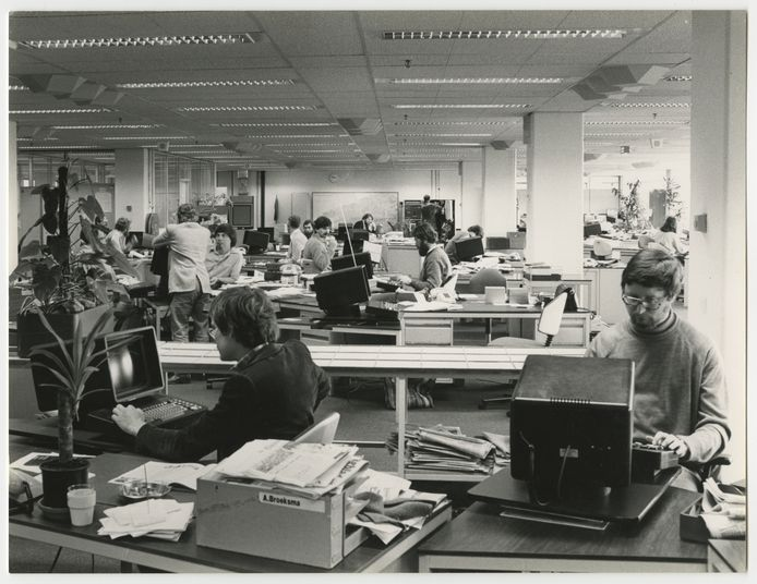 De redactie van de Haagsche Courant in de Plaspoelpolder (1981).