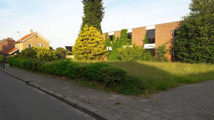 De voormalige Nederlands Gereformeerde Kerk aan de Blikweg-hoek Hoeveweg. Voor deze locatie liggen plannen voor woningbouw.