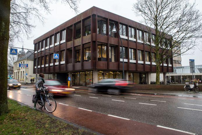 Het gebouw van de GGD IJsselland in 2014, voordat het omgebouwd werd tot Stadkamer.