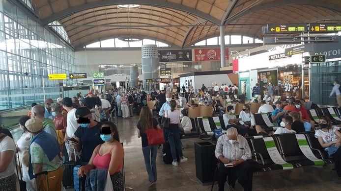 Om 19.45 uur - ruim 10 uur later dan gepland - zouden de Belgen eindelijk kunnen vertrekken in Alicante.