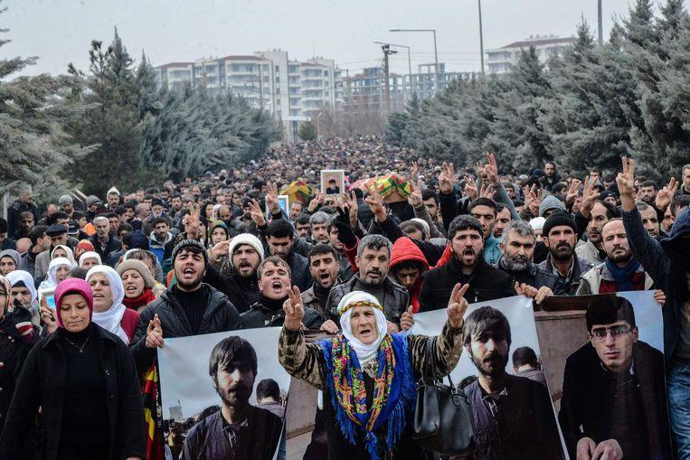 Koerdische demonstranten herdenken twee mannen gedood door de Turkse politie. Beeld afp