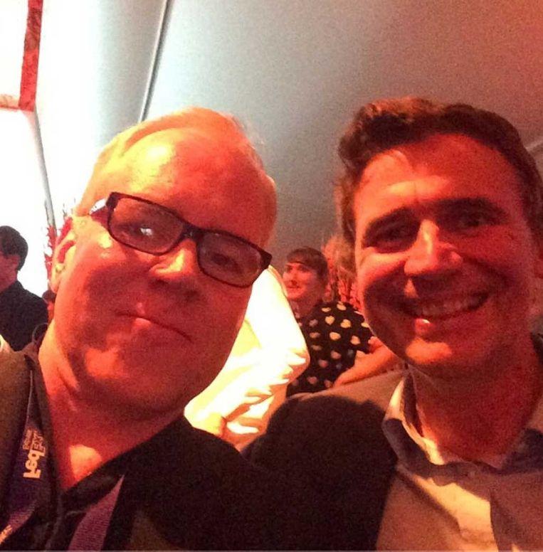 """Selfie van Bret Easton Ellis met Erik Van Looy, wiens film 'The Loft' hij tijdens het Filmfestival in Gent (2014) nog """"de stomste film"""" noemde """"die hij ooit had gezien"""". Beeld Instagram"""