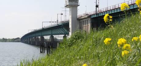 Coalitiepartijen Roosendaal: Haringvlietbrug minder openen voor betere doorstroming verkeer