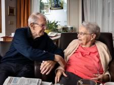 Stel uit Deurne viert platina huwelijk: 'Iedere dag kijk ik of Cees het hoekje om komt'