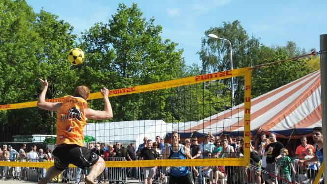 Voetvolley toernooi op strand Vogelwaarde met 'Foute Uurtje'