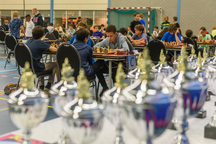 Beeld van de Open Nederlandse jeugdkampioenschappen schaken in Borne in 2017.