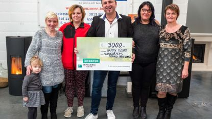 Schlagerzanger Sammy Moore schenkt 3.000 euro aan slachtoffers woningbrand