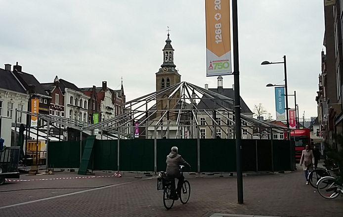 Opbouw voor grootste nostalgische kermis van Nederland gestart op Markt Roosendaal