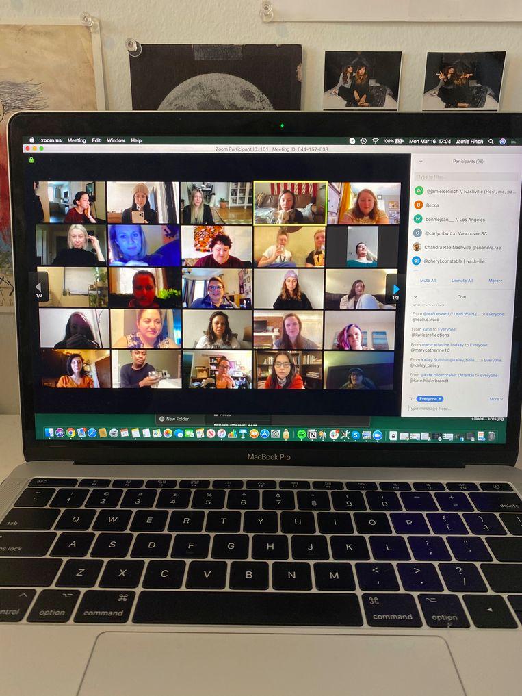 Je collega's zien kan via Zoom, Google Hangouts of de wat gezelligere apps Houseparty en Discord. Beeld AP