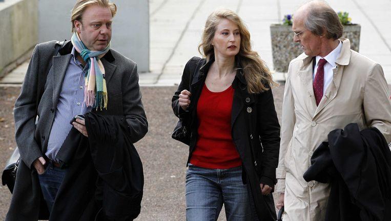 PvdA-Europarlementariër Judith Merkies komt met haar advocaat Stefan Kalff (R) aan bij de rechtbank in Amsterdam. Beeld anp