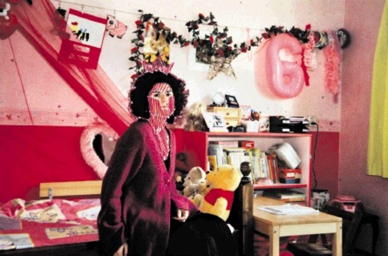 ¿Op die foto met dat geborduurde kroontje en die roze kleren zie ik er een beetje idioot uit.¿ (Trouw) Beeld Hristina Tasheva