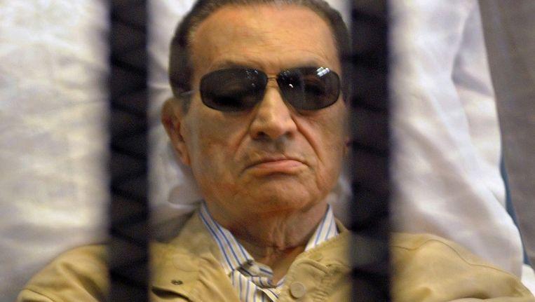 Hosni Moebarak tijdens zijn proces in Caïro op 2 juni 2012. Beeld null