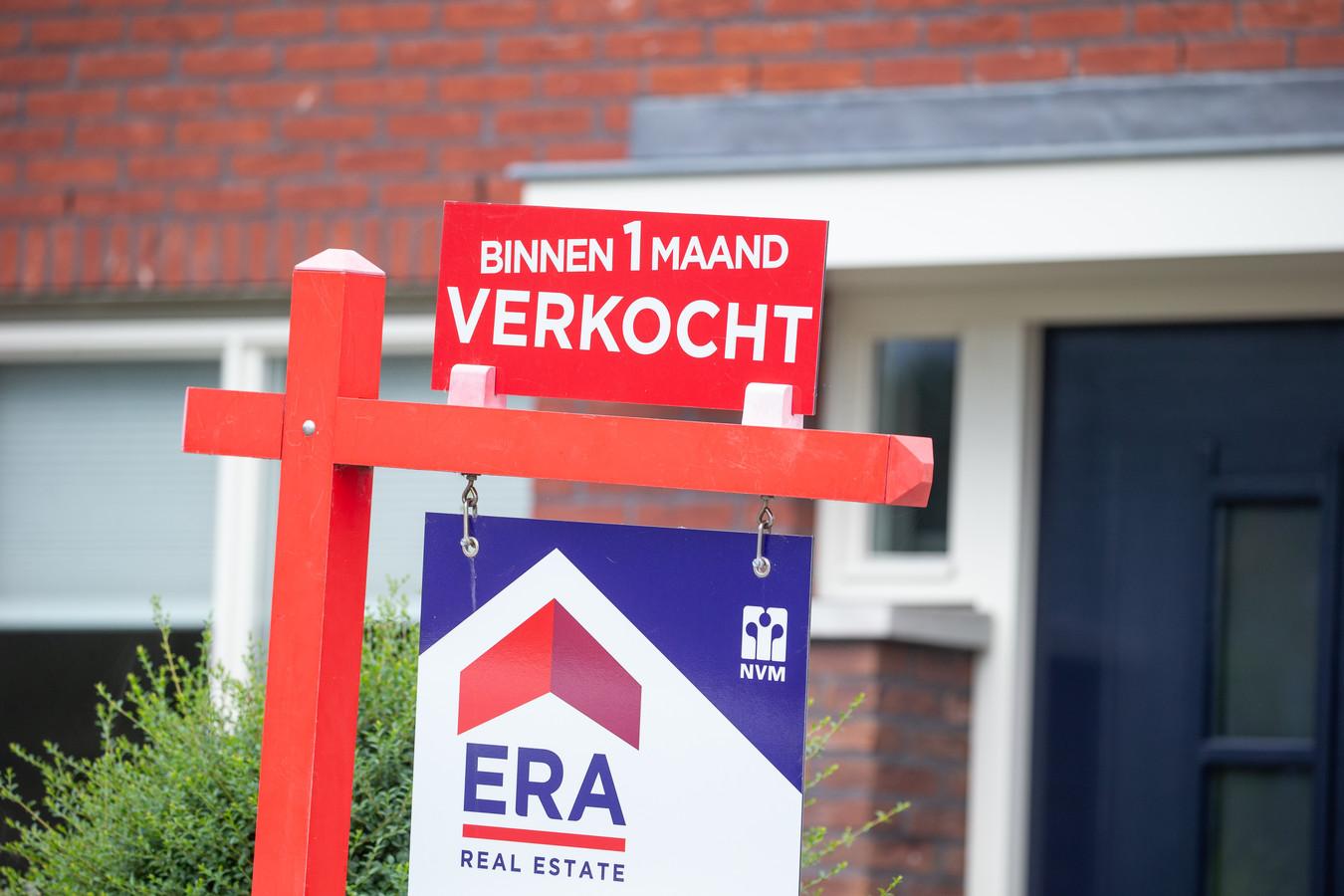 Door de krapte op de huizenmarkt en grote concurrentie onder hypotheekaanbieders blijft de hypotheekrente dalen.