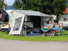 Jan de Vries uit Zevenbergen bouwde zijn bedrijfsbus om tot camper