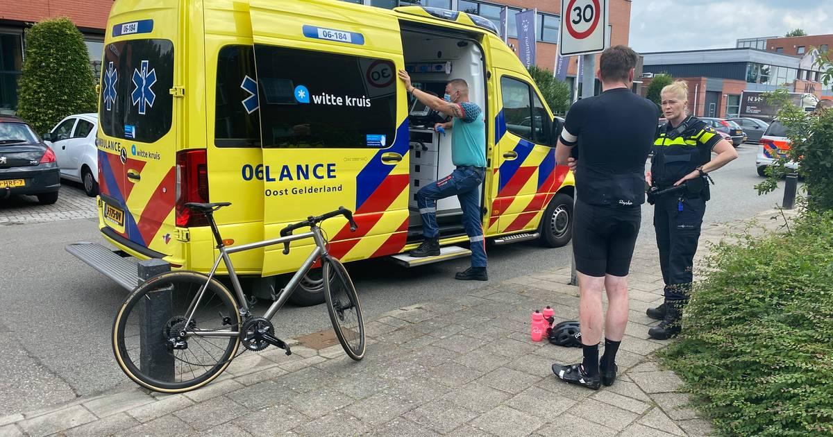Wielrenner aangereden in Harderwijk, automobilist rijdt door.