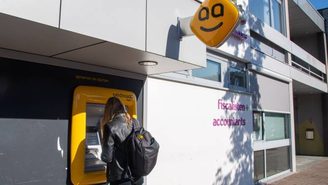Contant geld pinnen in Ermelo? Een drama, zeggen inwoners: 'Altijd maar de vraag of automaten het doen'