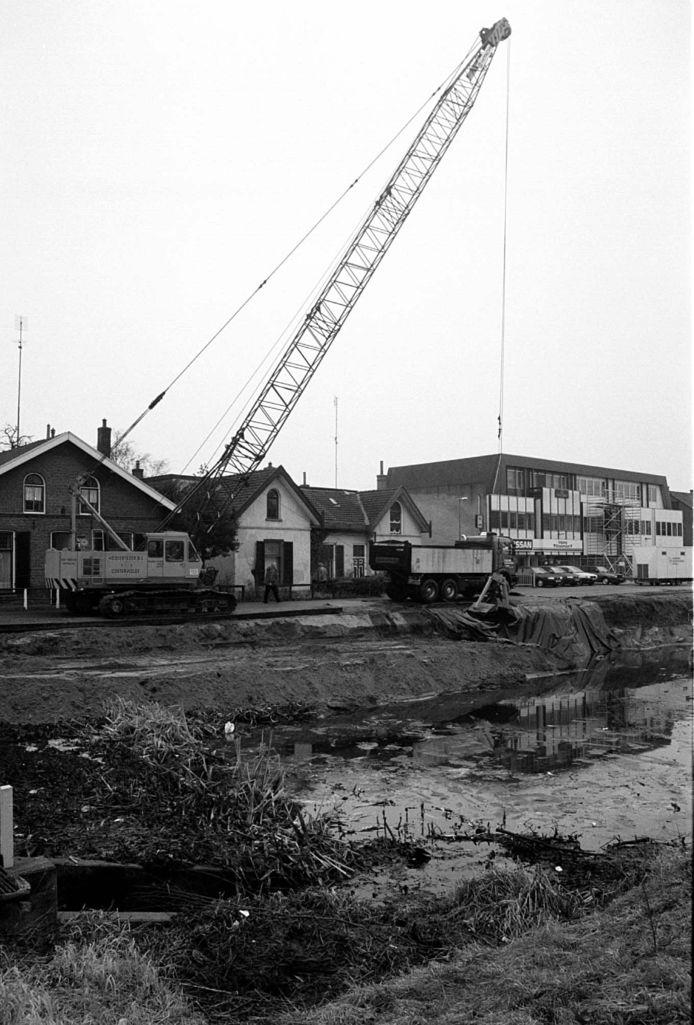 De Willemsvaart wordt uitgebaggerd in 1996.
