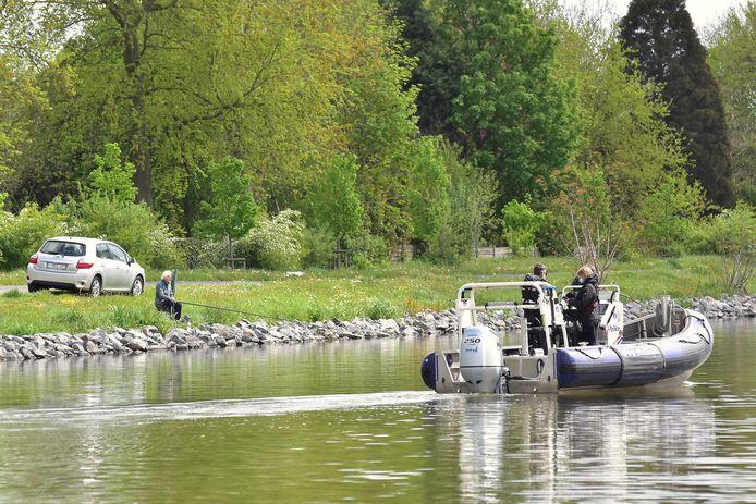 Beeld van de zoekactie naar de vermiste Christophe Maertens, op het kanaal Roeselare-Leie in Ingelmunster.