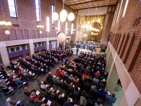 Staande ovatie voor 'Top 2000-viering' in kapel van ziekenhuis Helmond: 'Je wil gewoon gaan dansen'