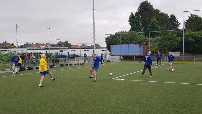 De wandelvoetbalteams van KV Zuun en Verbroedering Beersel-Drogenbos speelden eerder al partijtjes voetbal tegen elkaar.