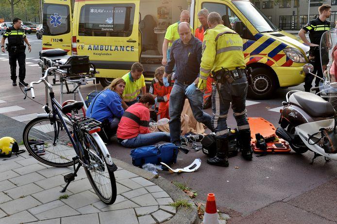 De gemeente gaat onderzoeken of fietspaden in Zoetermeer aangepakt moeten worden om ongelukken te voorkomen.