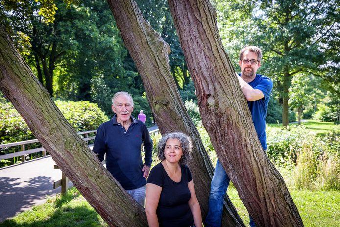 Daan Padmos, Tamara Kolk en Geert Starre van de Natuurbeschermingswacht Meppel vechten voor naleving van de natuurregels.