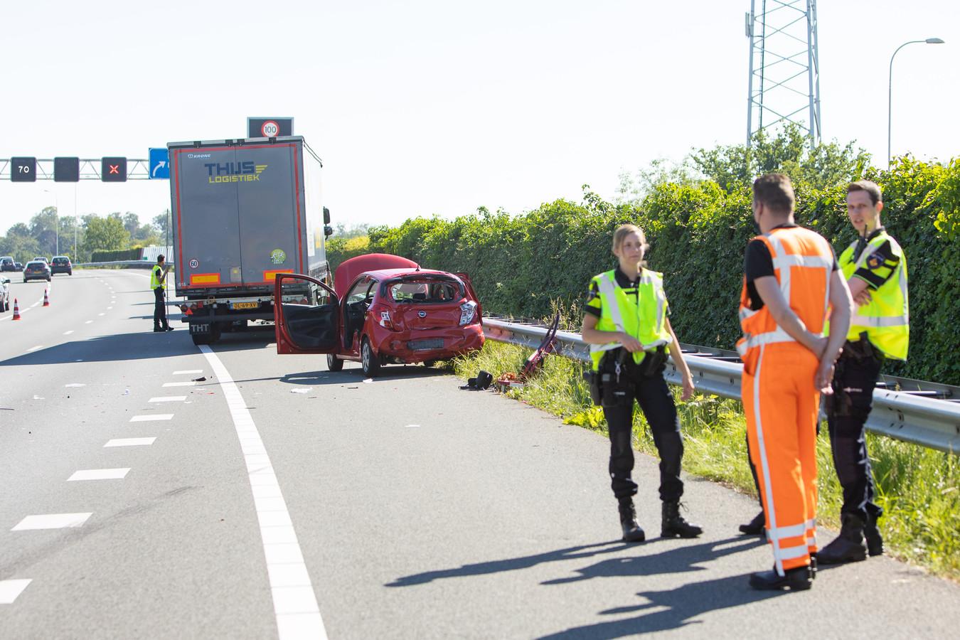 De politie doet onderzoek naar het ongeluk.