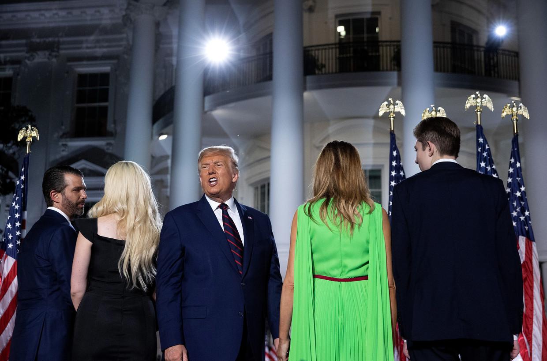 President Donald Trump samen met zijn familie, na zijn nominatiespeech in de tuin van het Witte Huis, 27 augustus 2020.