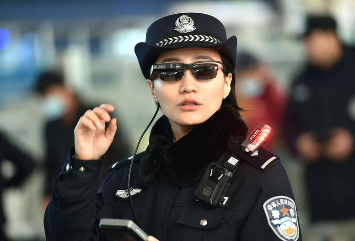 Vorige maand testte de politie ook al slimme zonnebrillen uit aan een treinstation in Henan.
