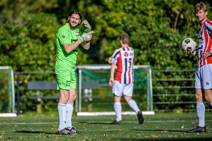 TILBURG, Joris Knapen / Pix4Profs Schrijver Dion van Meel (keeper) heeft een boek geschreven over de kelderklasse van het voetbal.