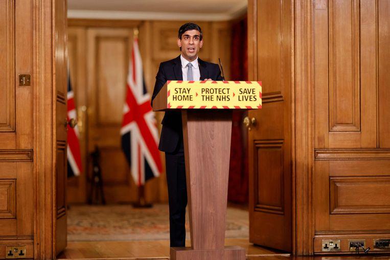 De Britse minister van financiën, Rishi Sunak, presenteert de begroting tijdens een persconferentie. Beeld AFP