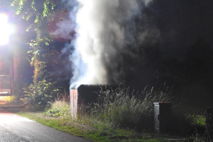 De brand in de elektriciteitskast aan de Lage Randweg in Uden zette de buurt zonder stroom.