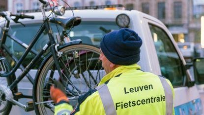 Politie pakt foutief gestalde fietsen in stationsbuurt aan