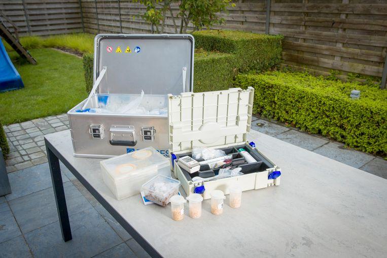 Het materiaal van Sofie Vanpoucke , forensisch experte bij het NICC.  Beeld Simon Mouton Photo News
