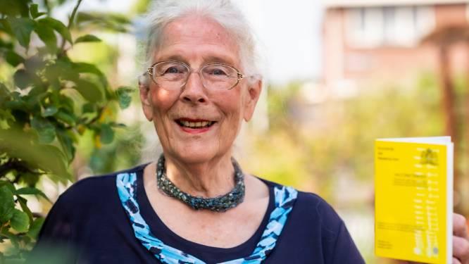 Christina (79) pleit voor gele boekje als toegangsbewijs: 'Veel ouderen hebben geen mobiel'