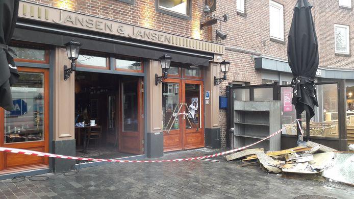 De brand bij Jansen & Jansen ontstond in de nacht van dinsdag op woensdag.