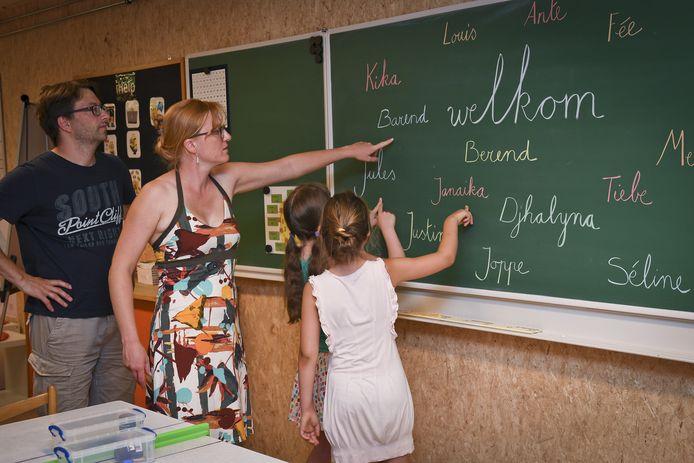 De ouders en kinderen konden vlak voor de start van het nieuwe schooljaar al eens kennismaken met de containerklasjes.